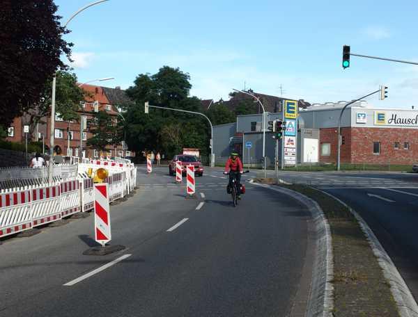 Radfahrerin am Friedrich-Rogge-Platz